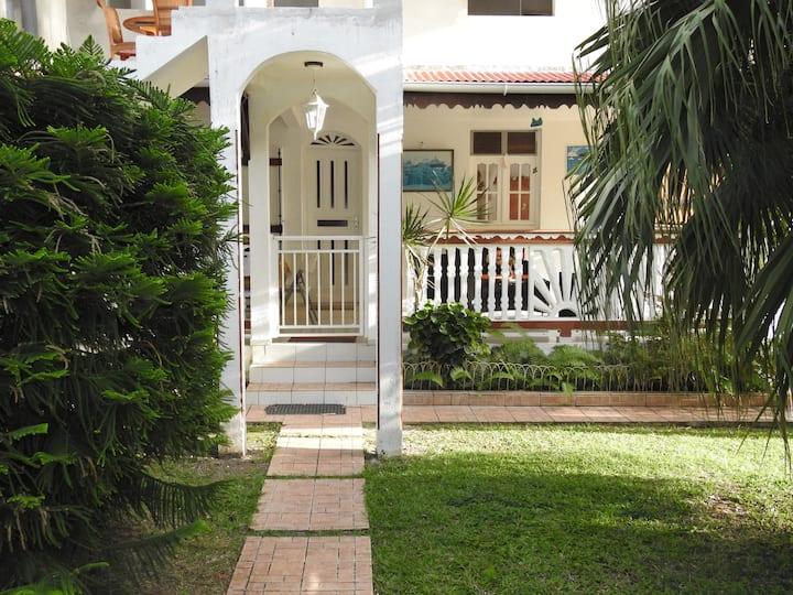 villa nanou , villa de plein pied avec joli jardin