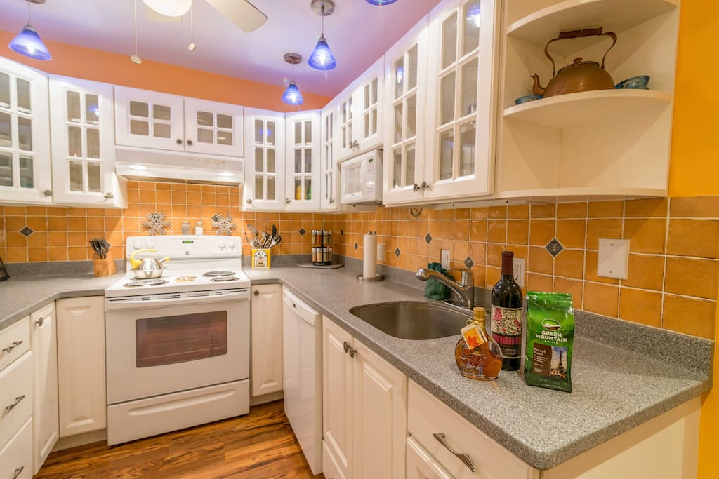 Our bright and sunny kitchen is perfect for fixing quick breakfasts - or Thanksgiving Feasts!