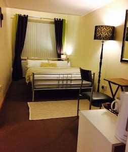 Ensuite for first 2guests,2nd room for 3/4th guest
