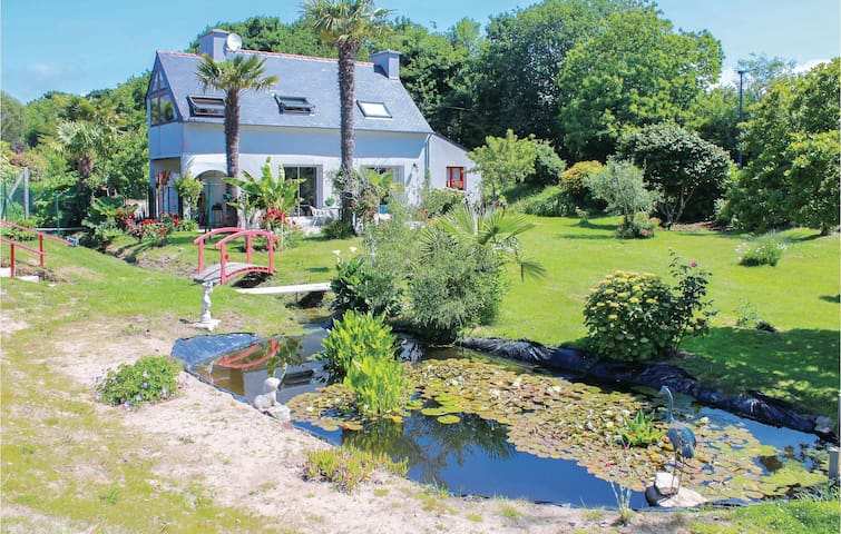 Holiday cottage with 2 bedrooms on 92m² in Bénodet