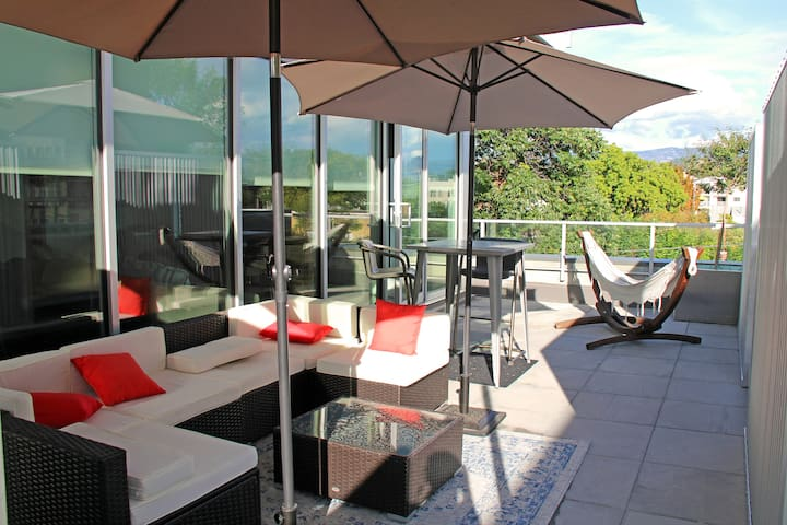 Your PRIVATE patio with beautiful views, lots of seating and a hammock to relax or nap in.