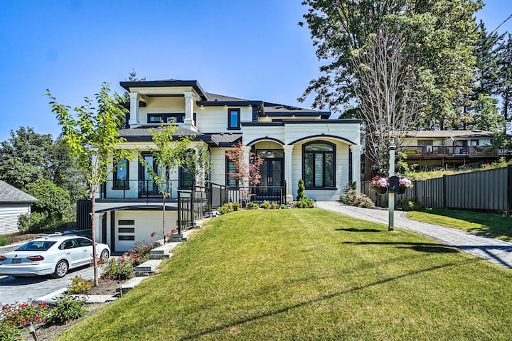 Luxury Vancouver Home w/ Patio & Views of Downtown
