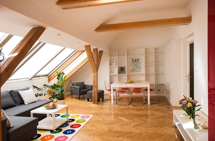 Beautiful Old Town attic apartment-best location