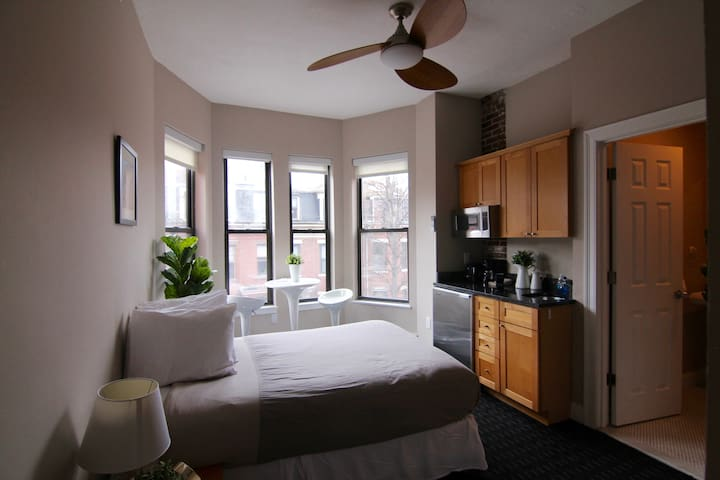 Stylish Downtown Studio in the SouthEnd, C.Ave# 45