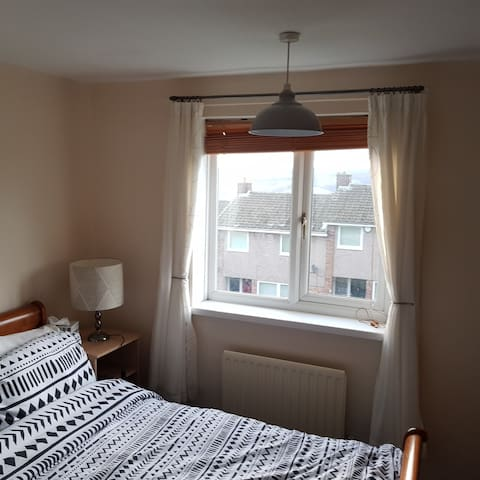 Nice King-size Bedroom in quiet location Gateshead