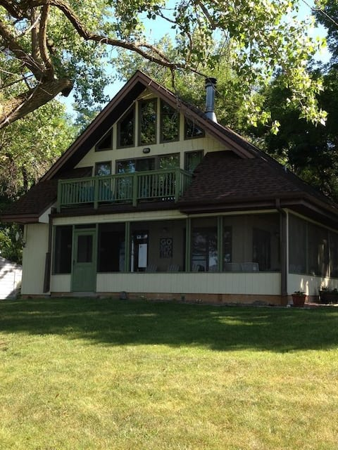 Lien's Lakeside Lodge