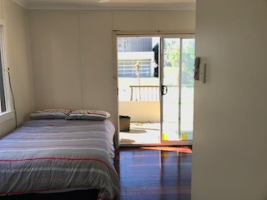 Freshly painted bedroom with own access, beach views, ensuite and air-conditioning