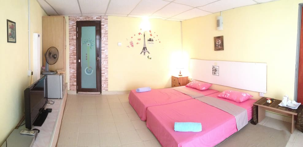 Spacious Room for family and kids