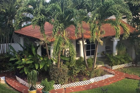 ENJOY CASA TROPICAL 15 MIN TO BEACH - Alfredo V. Bonfil - Bungalow