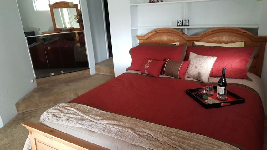 Private bedroom with master bath - Auburn - Talo