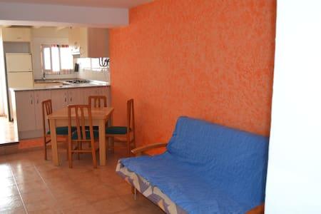 Acogedor apartamento cerca de la playa - La Pobla de Montornès - Leilighet