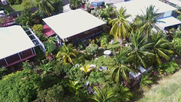 Studio Ti Punch donnant sur jardin  plage a  100m