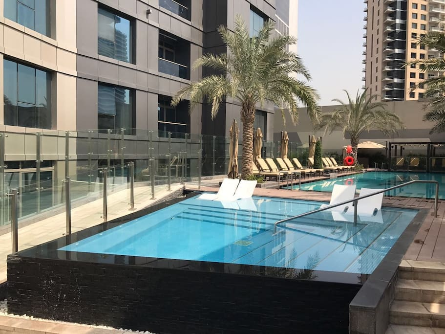 the vogue studio with amazing water view service apartments zur miete in dubai dubai. Black Bedroom Furniture Sets. Home Design Ideas