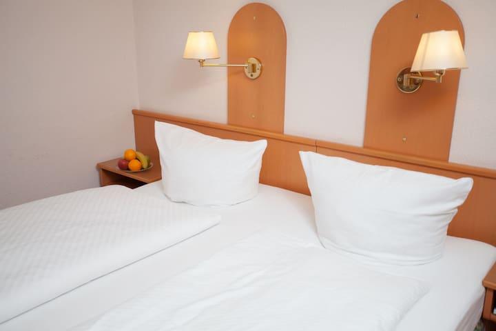 Hotel Zum Prinzen GbR, (Sinsheim), Twin-Doppelzimmer mit Dusche und WC
