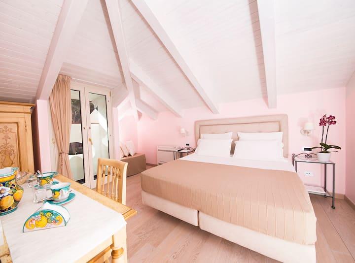 Accogliente camera per famigliein centro ad amalfi