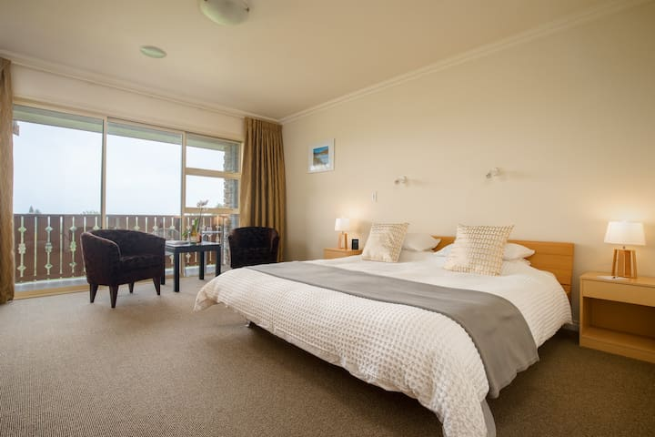 """Chalet Eiger - Luxury Boutique Lodge, Tongariro Suite """"The facilities of a 5 Star Hotel with the intimacy of a B & B"""""""