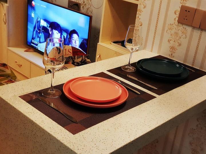 小雨主题公寓之红酒之约