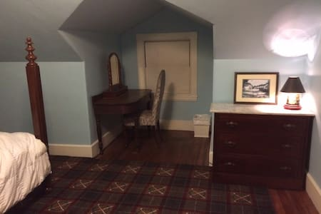 Historical Quincy MA Double Bed - Quincy