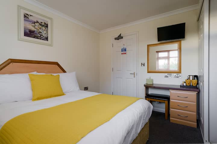 Ensuite Double room - St Andrews Hotel