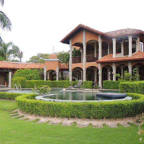 Hakuna Matata - Puerto Carrillo - Hus