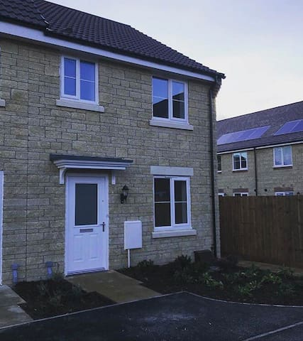 2 BEDROOM HOUSE FOR CHELTENHAM  GOLD CUP WEEK!