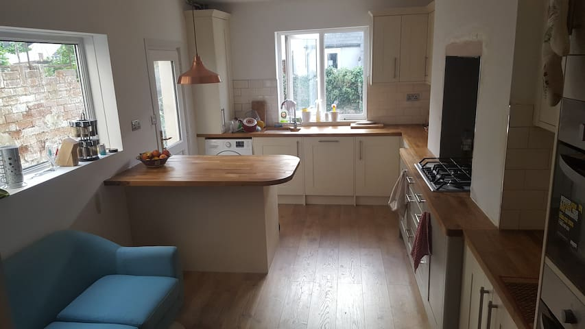 Double rm, lovely area 25 mins walk from stadium!