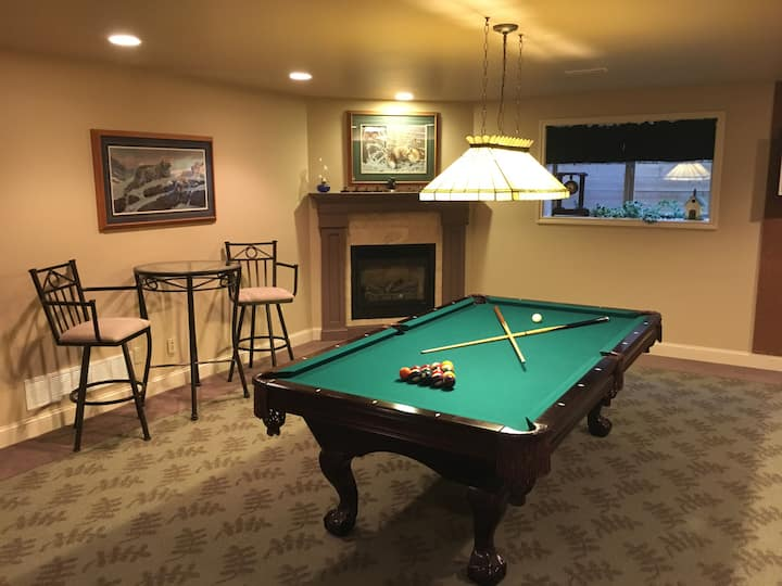 Billiards and Candlelight bedrooms King size beds