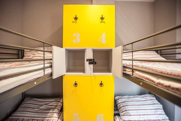 Bournemouth: Quadruple Room with shared bathroom