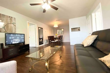 Beautiful apt with double masters ,20 min to beach