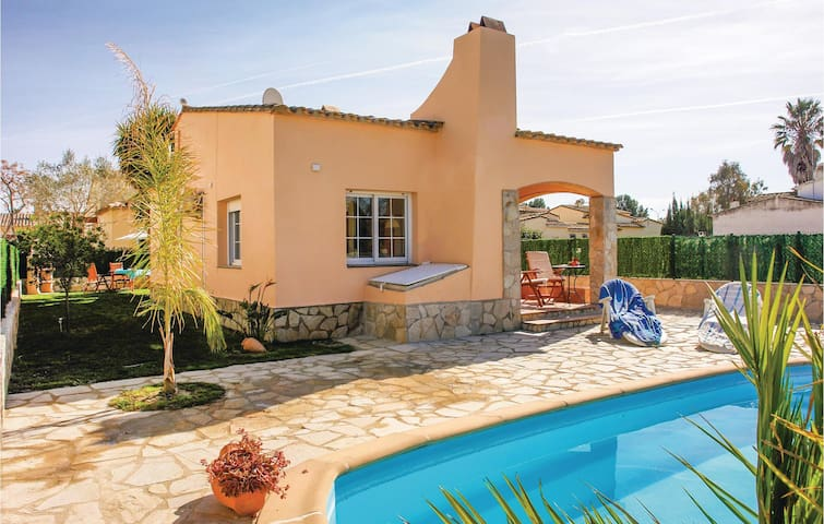 Holiday cottage with 3 bedrooms on 70m² in Sant Pere Pescador