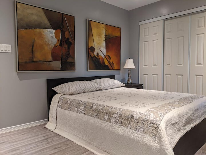 Beautiful Bedroom with Private Washroom