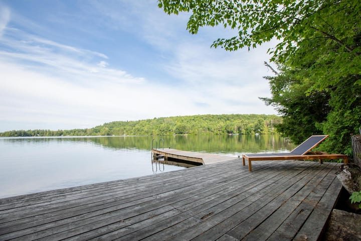 Woodlands A Fabulous Muskoka gem with incredible lake views!