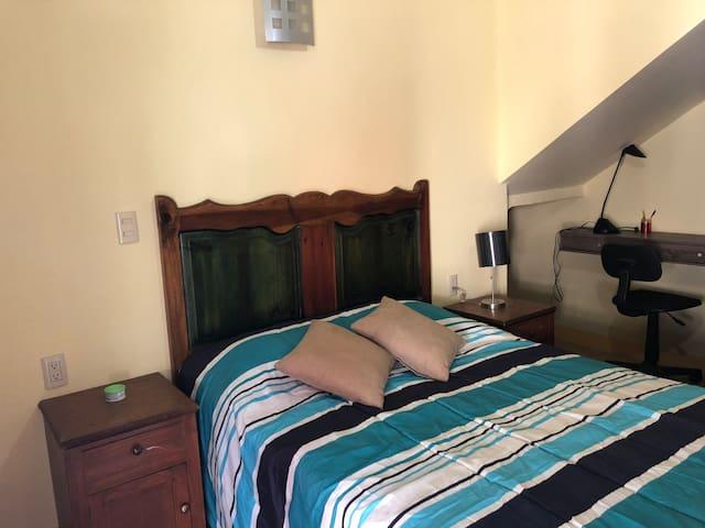 Cómoda habitación con entrada y baño privados