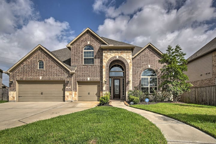 NEW! Spacious Pearland Home w/Theater Room + Yard!