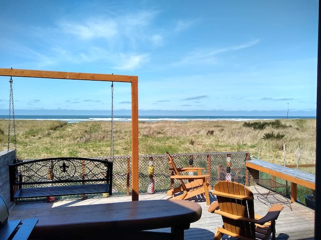 NEW-JustRenovated Oceanfront Home-Kid/Dog Friendly