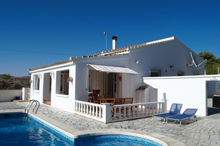 Charming villa with private heated swimming pool, terrace to the south, in Albánchez