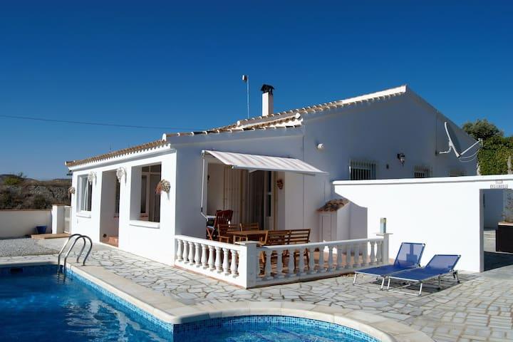 Villa con piscina privata riscaldata, terrazza a sud, a Albánchez