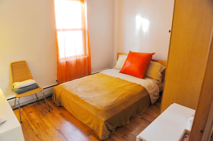 RG - Budget Friendly room in the Greenpoint area!