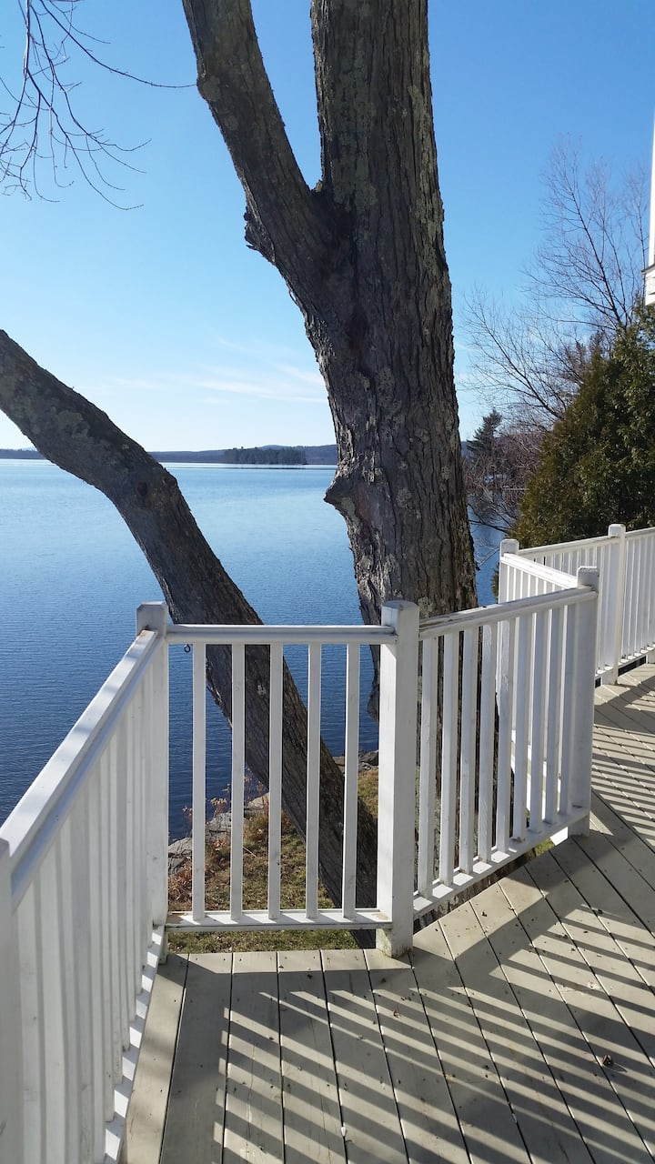 Stunning lakeside views / 1 month or more