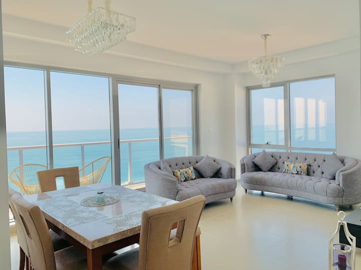 Luxurious 2 bedroom Apartment - Amazing Seaview