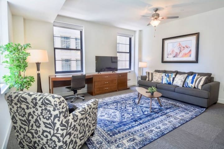Green and Modern 1BR Apartment in dowtown Dallas