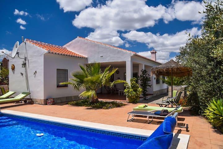 Bella casa vacanze con piscina privata ad Arenas