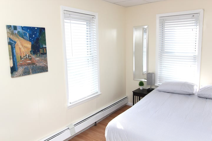 Sunny Room by PATH Train - 15 Minutes to Manhattan