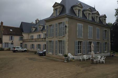 Belle chambre dans Chateau au calme - La Suze sur Sarthe