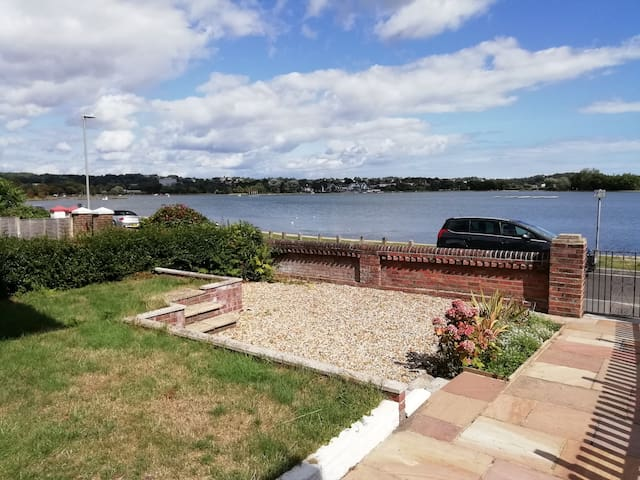 Waterfront Gnd Floor Flat in Poole.