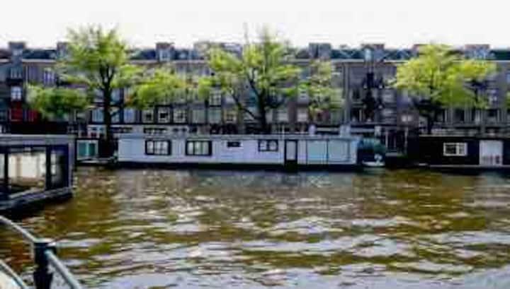 'Arc de Triomphe': House Boat in Amsterdam Center!