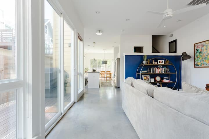 New Modern East Austin Home minutes from Downtown