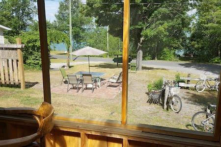 Orange Cabin at Maria's - Richards Landing - Cabane