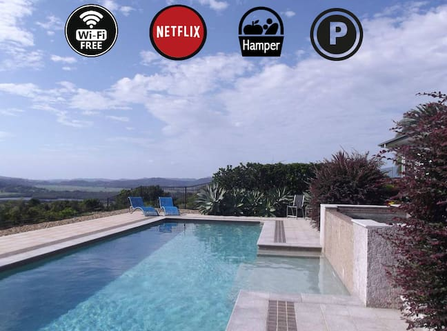 Ocean, river & mountain VIEWS - POOL -Wifi-Netflix