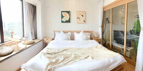 【桃子小屋】六盘水滑雪胜地万达旁阳光日式公寓
